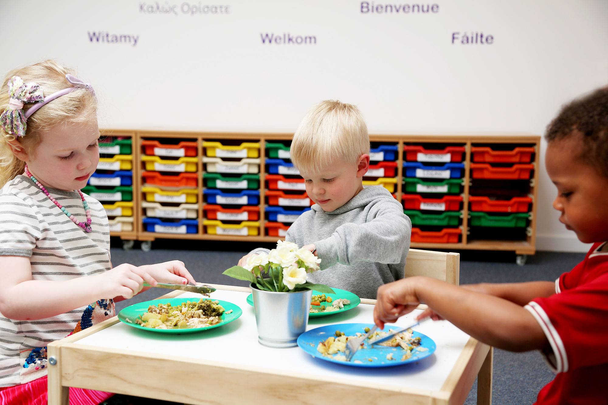 Photo: Children's Mealtime - Elmscot Group